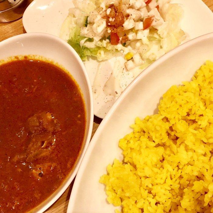 チキンカレー。サラダと食後のドリンク付き(mappy curry)