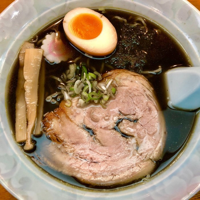 黒麺は1日20食限定(はすの屋)