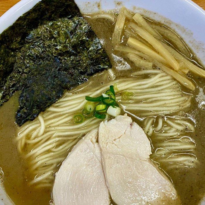 看板メニューの「煮干拉麺」(麺屋 十郎兵衛)