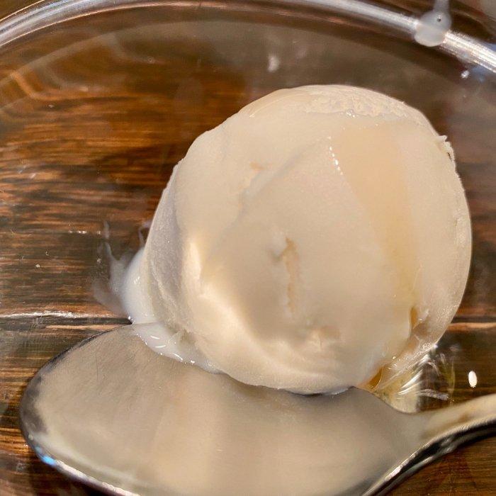 デザートのバニラアイス(DAN)